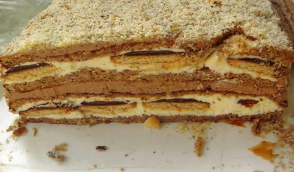 Izdašna, velika torta, sa dva kema, orasima i jafa keksom.