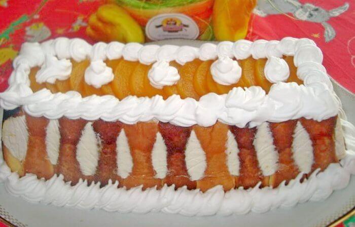 torta sa breskvama i vocnim jogurtom