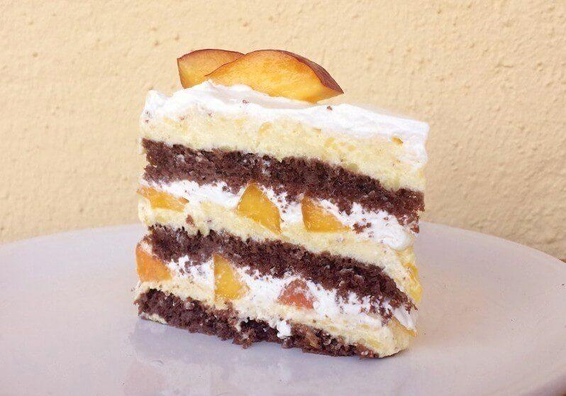 torta sa breskvama-vocna torta