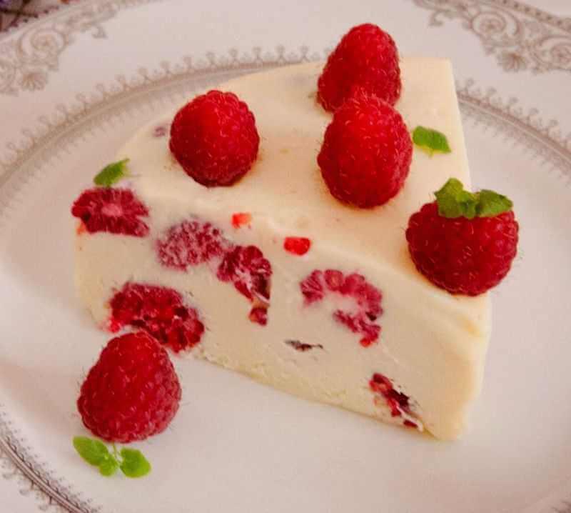 torta sa malinama i belom cokoladom