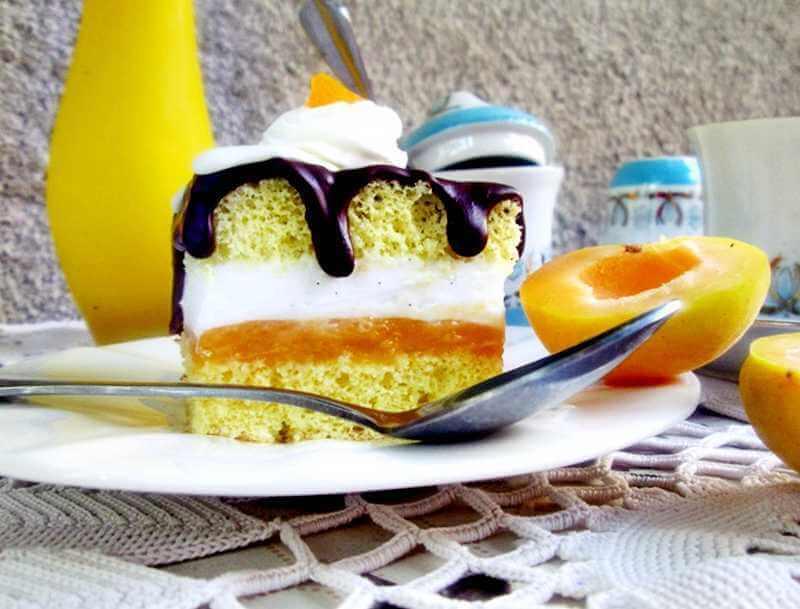 kolac sa kajsijama i krem sirom