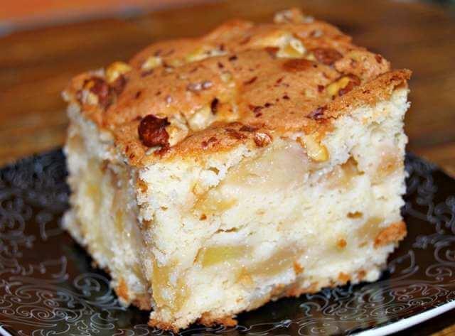 Brzi kolač sa jabukama i orasima — BrziKolaci.com