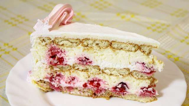 nepecena torta sa malinama i plazma keksom