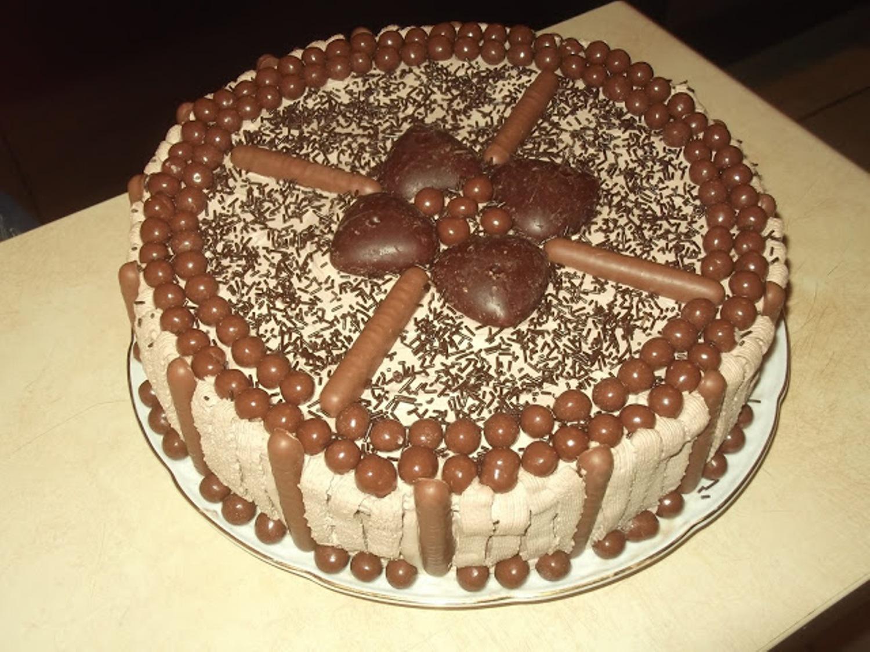 Krupna torta od crnog penisa