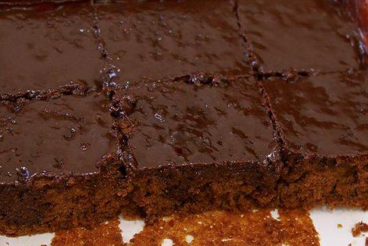 brzi kolac sa cokoladom i pekmezom