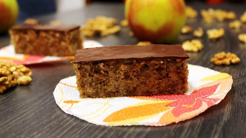 griz kolac sa jabukom i orasima
