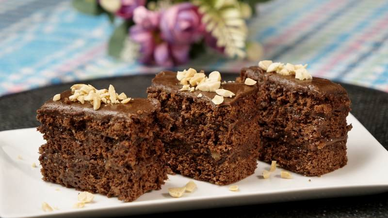 cokoladni kolac sa kikirikijem